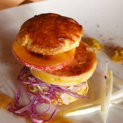 Foie gras de pato caramelizado & manzana y membrillo